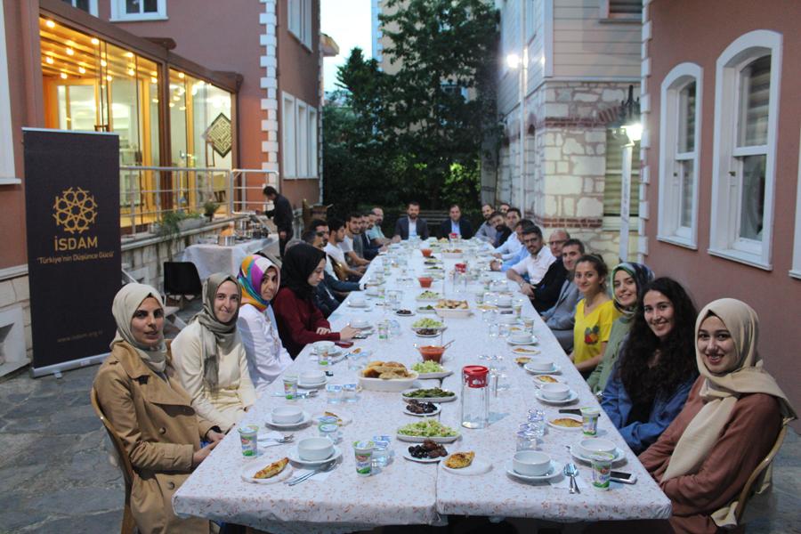 İSDAM 7. Geleneksel İftar Yemeği - Bizden Haberler - İsdam, İstanbul Stratejik Düşünce ve Araştırma Merkezi